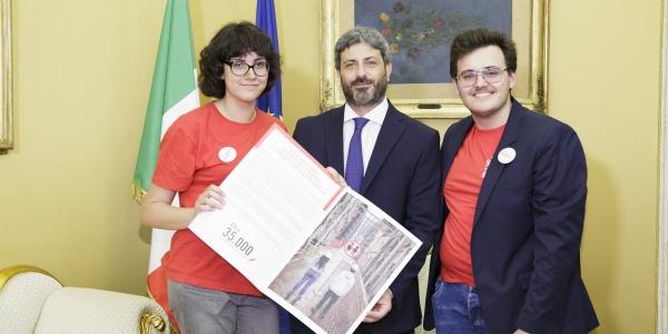 Consegna 35mila firme Roberto Fico